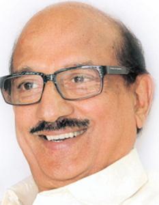 రాఘవేంద్రరావుకు చెప్పు దెబ్బలు తప్పాయాట..!