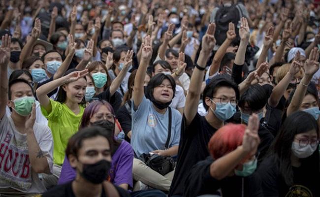 ఎమ్బీయస్ : థాయ్లాండ్లో మూడువేళ్ల నిరసన