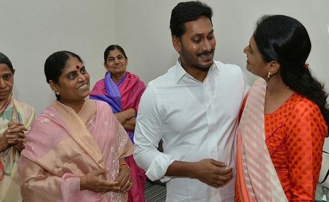 పోటీకీ, పార్టీకీ విజయమ్మ దూరమే.!